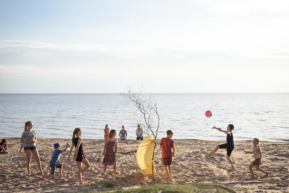 pludmales volejbols bērniem