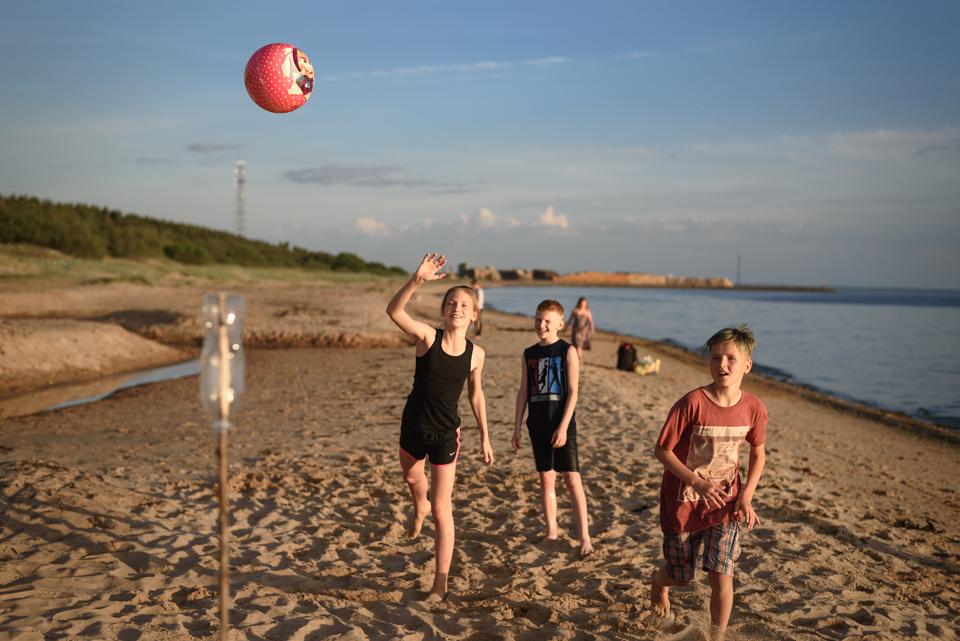 spēles pludmalē
