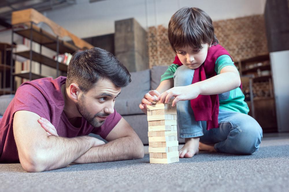kā spēlēties ar bērnu